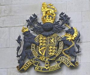 british court crest