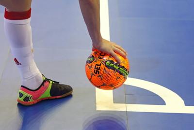 futsal player prepares for corner