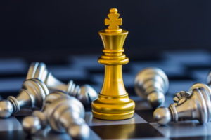 gold and silver chess peices