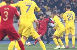 ronaldo taking a free kick