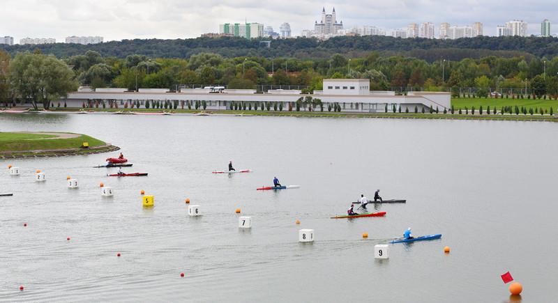 rowing race starting line